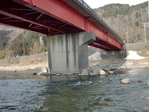 長良川のアマゴ釣り場の中川原橋の写真